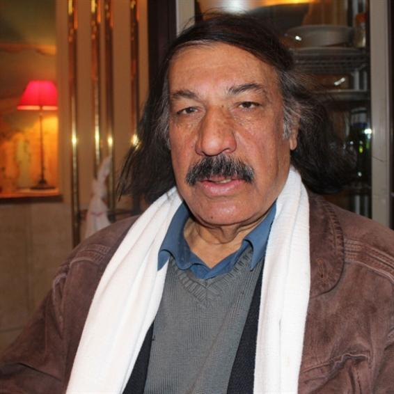 خليل النعيمي متوجاً بـ«جائزة محمود درويش»