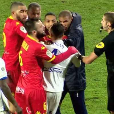 الدرجة الثانية في فرنسا: 9 حالات طرد في 8 مباريات!