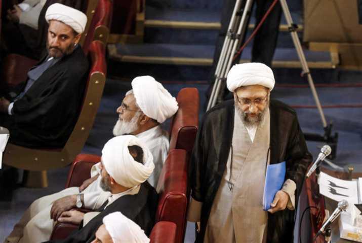 إعتقال مشائي: هل يصل الدور إلى أحمدي نجاد؟