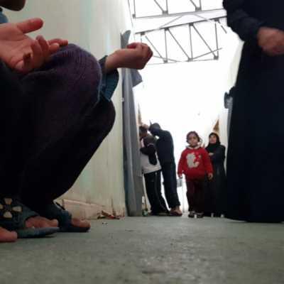 مدنيو الغوطة الخارجون إلى حرية الحياة... وما لم تلتقطه الكاميرات