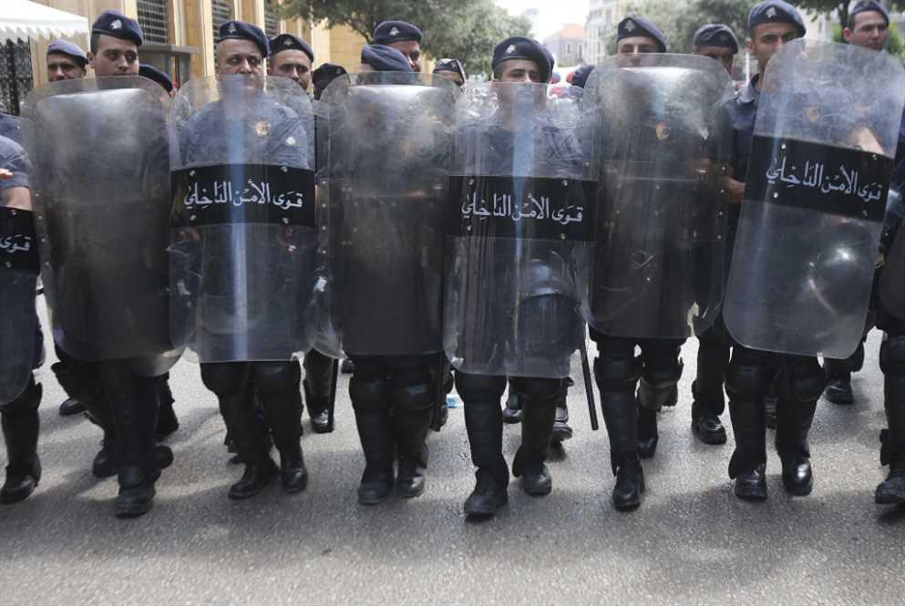 عسكريّون وضبّاط لقياداتهم:  احفظوا كرامتنا أو فلنرحل!