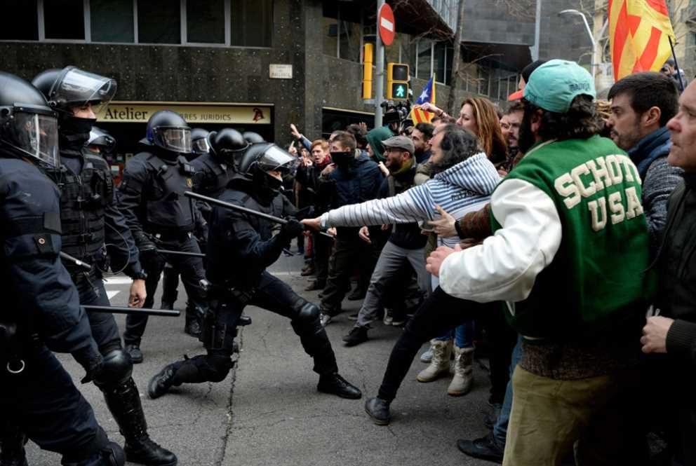 «زعيم كاتالونيا» يسقط بيد مدريد