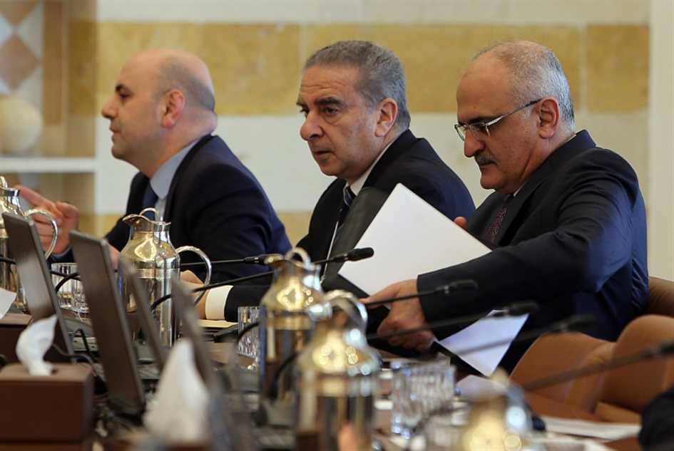 وزراء يتقاذفون اتهامات بالسرقة... عاش «باريس 4»