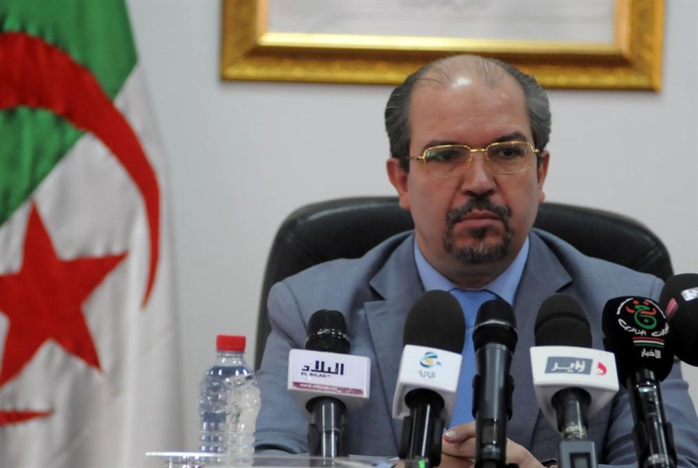 أئمّة الجزائر... إلى الملاعب والحانات؟