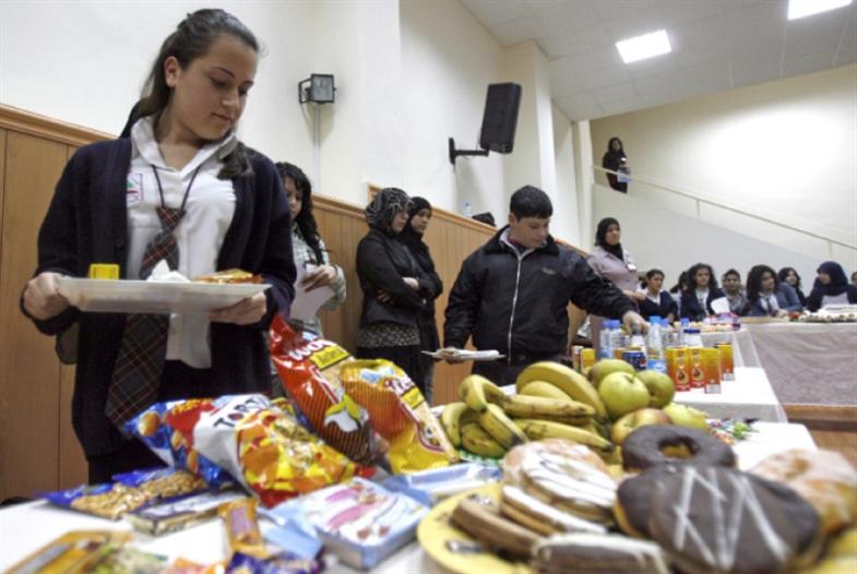 دكاكين المدارس: استثمار جيد في عادات سيئة