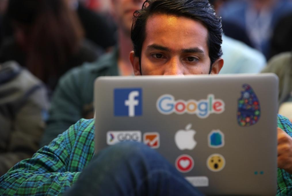 «غوغل» تكافح إدمان الهواتف الذكية