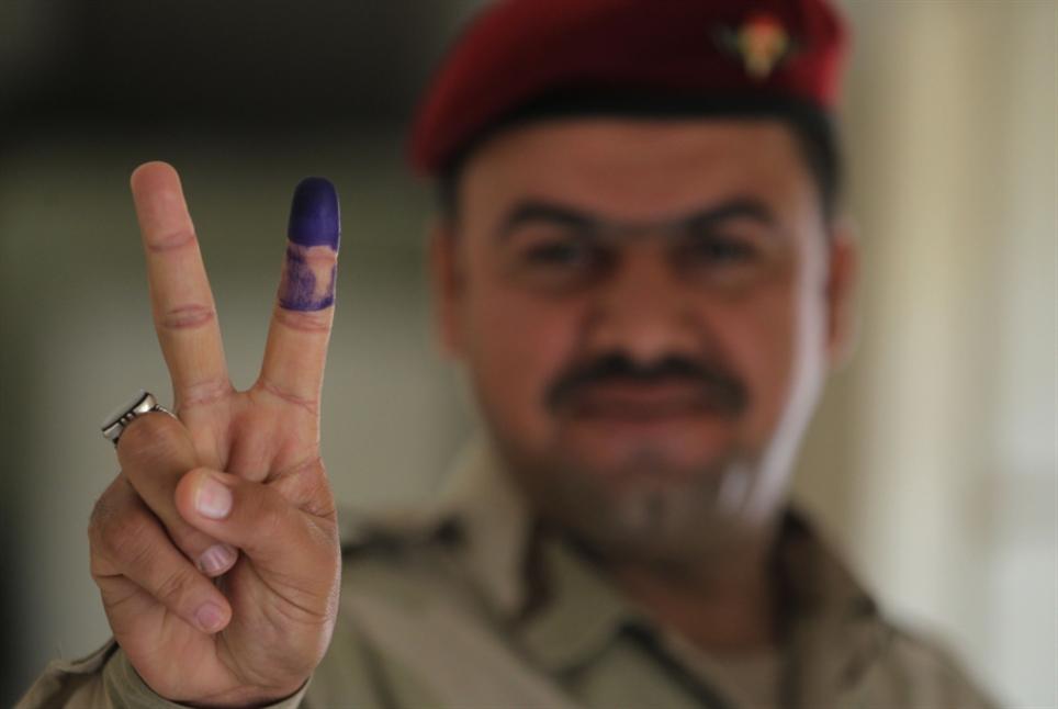 إتمام «الاقتراع الخاص» في العراق: هدوء أمني... ونِسَبٌ عالية