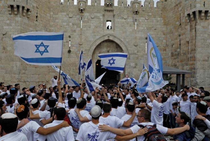 معركة فلسطين أكبر من نقل سفارة