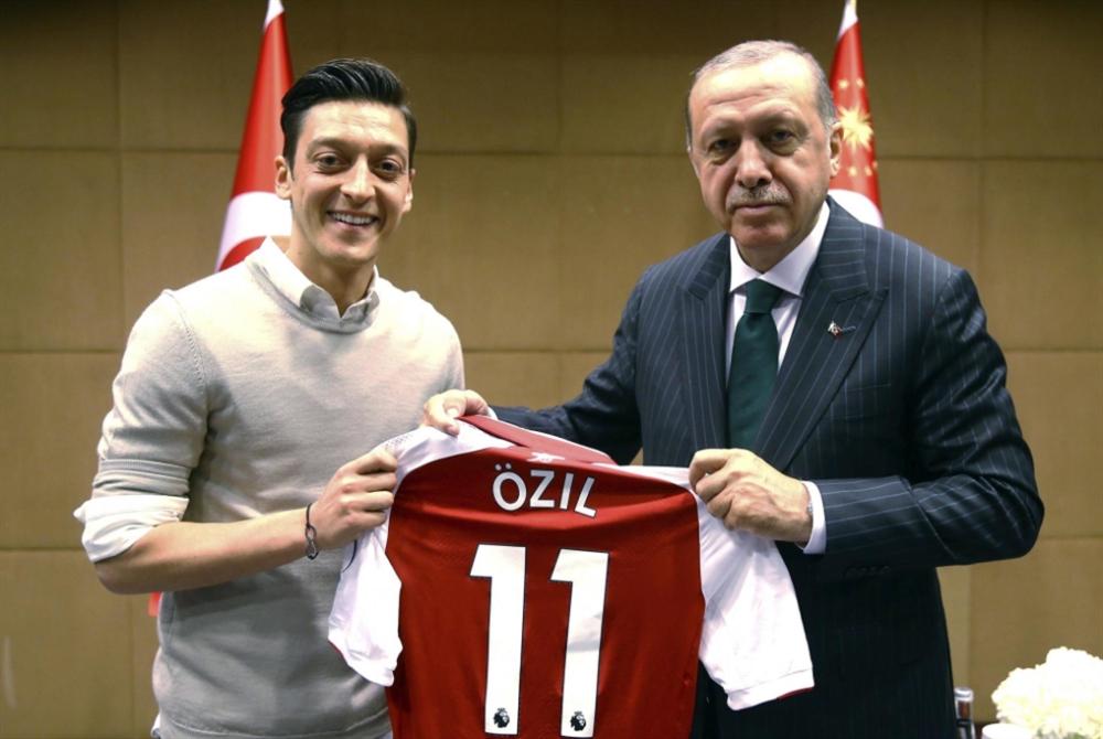 غوندوغان وأوزيل... تركيا أولاً!
