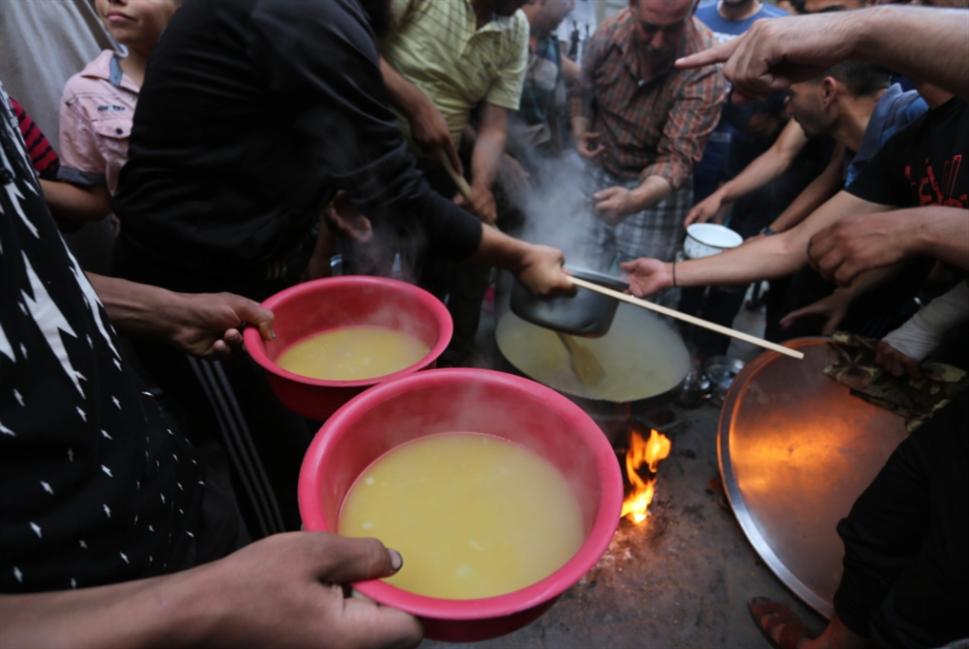 غزة... بين مساعدات «المقاومة» ومساعدات التهدئة