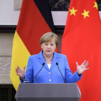 ميركل: شركات أوروبية قد تغادر إيران بسبب العقوبات