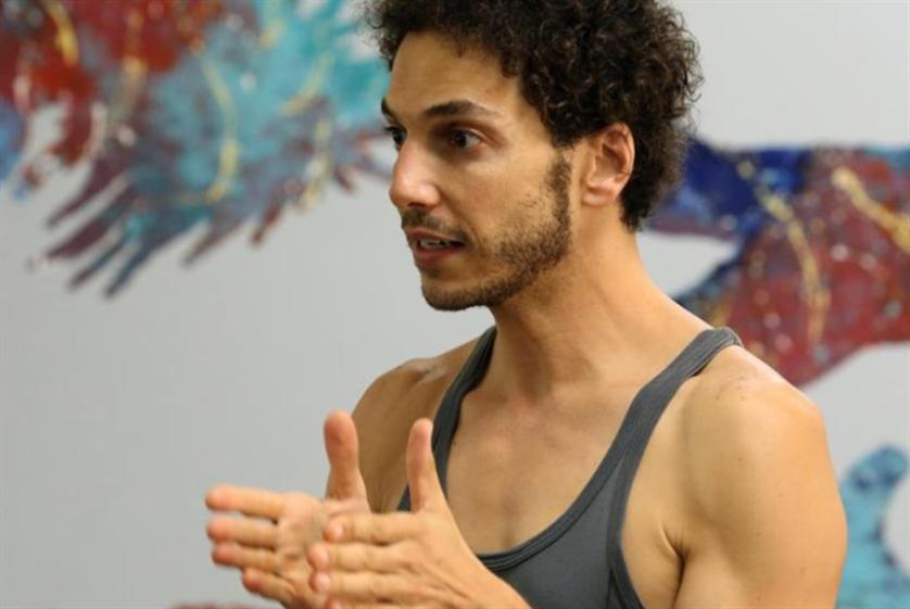 «تواصل» في «زقاق»: أجساد وثقافات