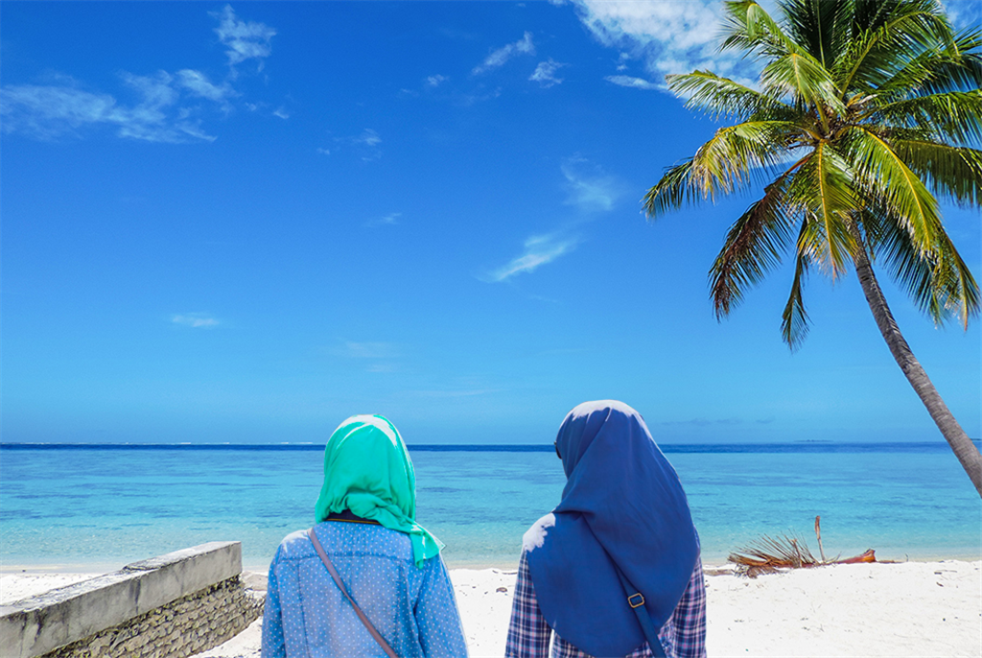 السياحة «الحلال»... تجاهلها «حرام»