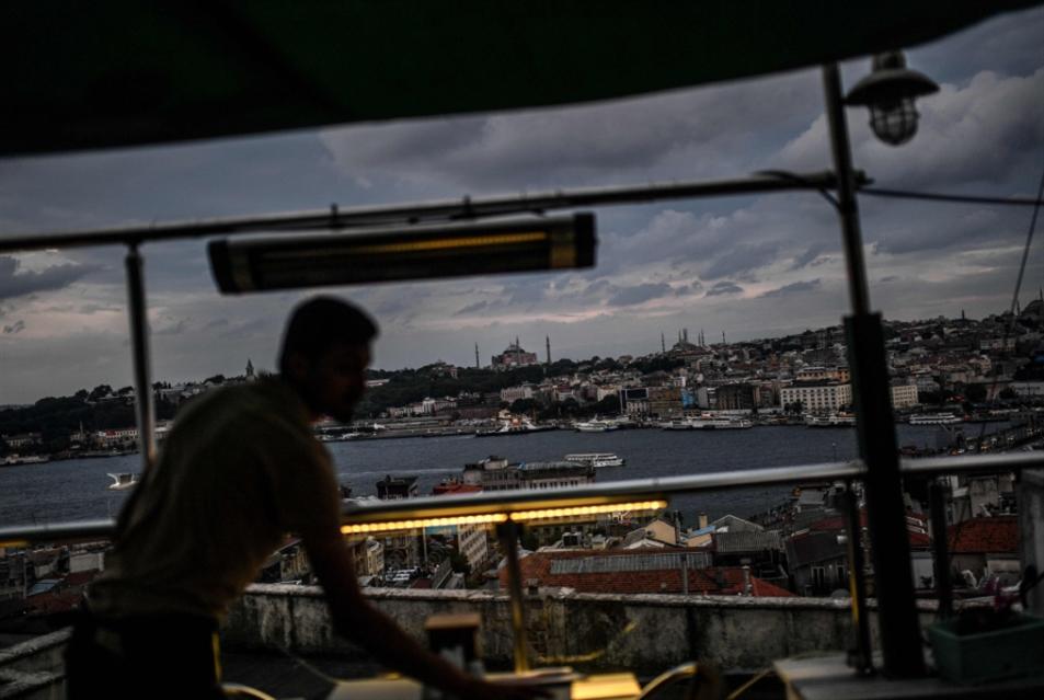 انهيار الليرة بين «مؤامرة» أردوغان... وتدخّلاته