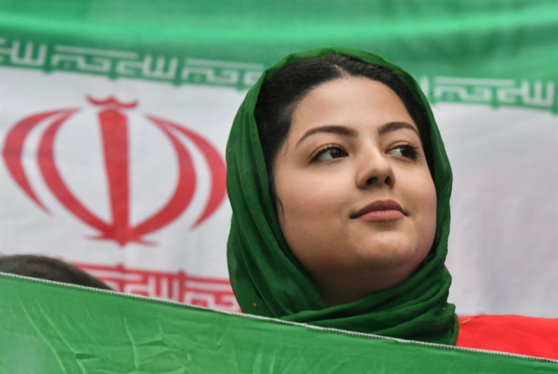 «نسوية» إيرانية على المدرجات الروسية