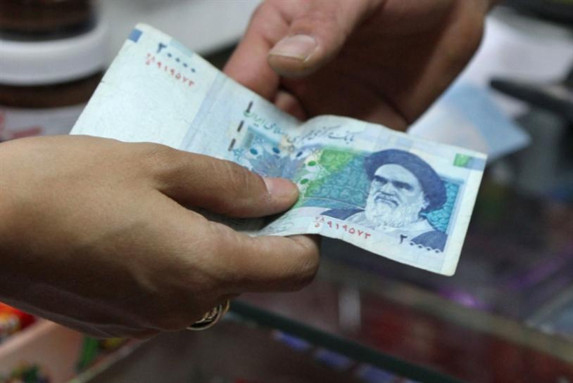 هبوط جديد في العملة: اشتداد التحدي الاقتصادي أمام حكومة روحاني