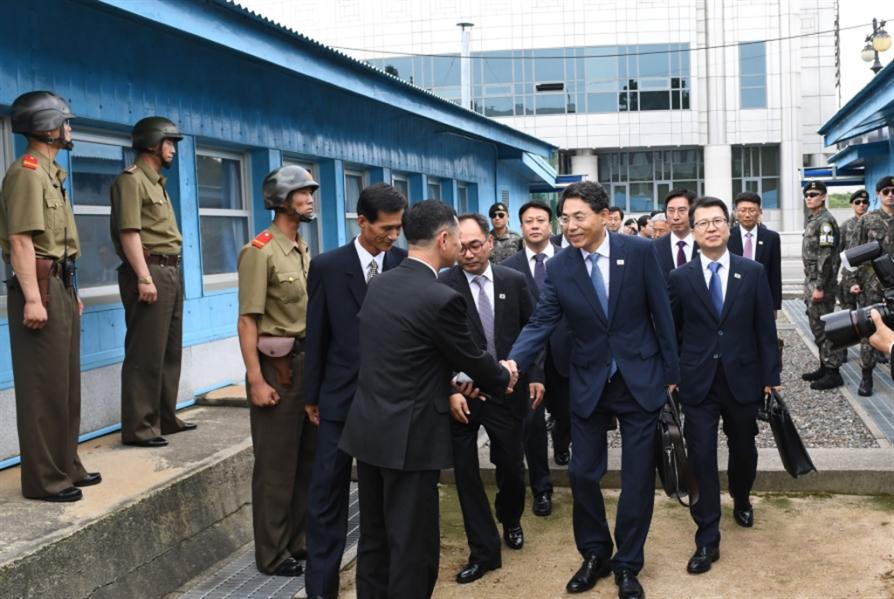 مفاوضات لطرق برية بين الكوريتين