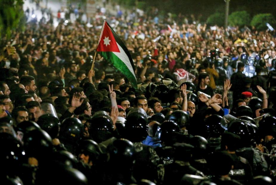 احتجاجات الأردن تتواصل: ترنّح حكومة «صندوق النقد»