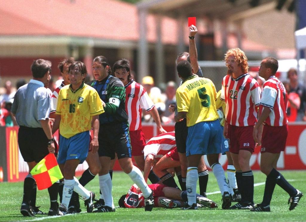 كانت عقوبة البرازيلي الإيقاف لأربع مباريات أنهت مشاركته في البطولة