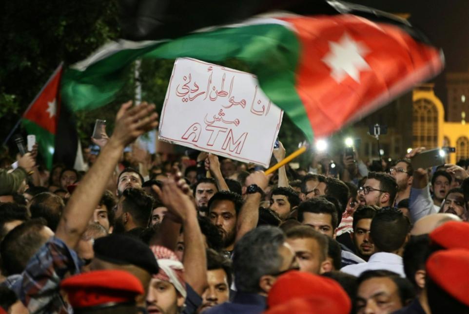«إقالة» هاني الملقي وتظاهرة جديدة غداً: سقط الرئيس... عاش النهج!
