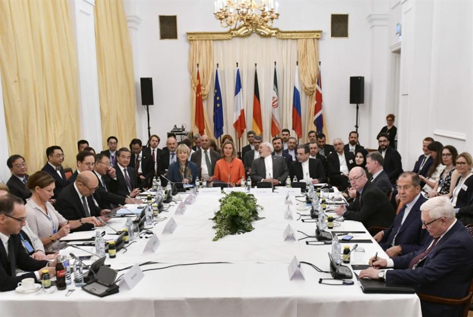 حرب ترامب النفطية تتعثر: طهران باقية في الاتفاق النووي؟