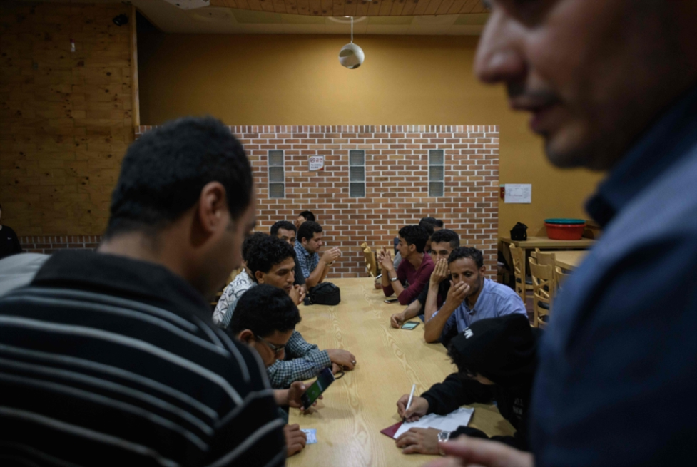 تواصل احتجاجات «المهريين» ضد «التحالف»: زيارة الأحمر لا تكبح الغضب