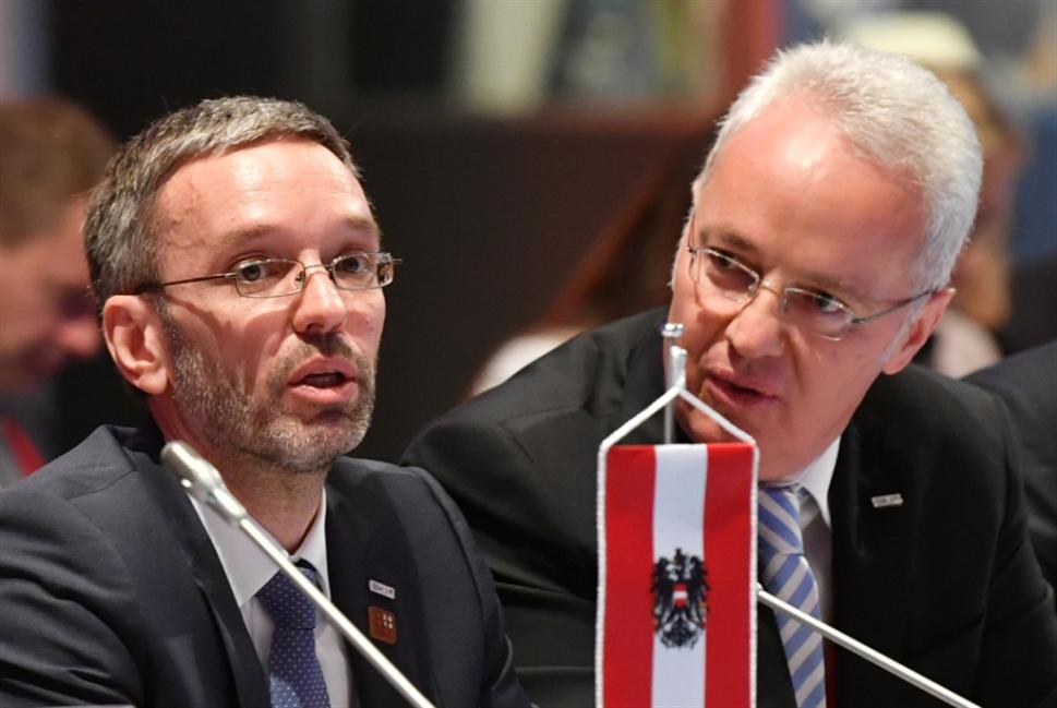 سياسات الهجرة الأوروبية «يقودها» متطرفو النمسا