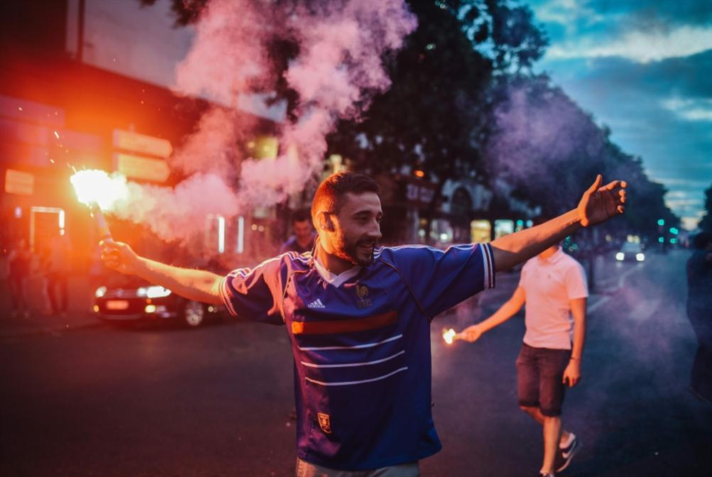الضواحي المهمّشة تقود فرنسا في موسكو: المهاجرون يهبون الحريّة للجميع