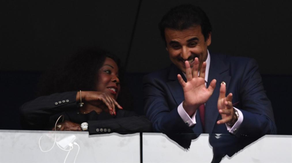 صورة أمير قطر يترك مقعده لزوجة ماكرون