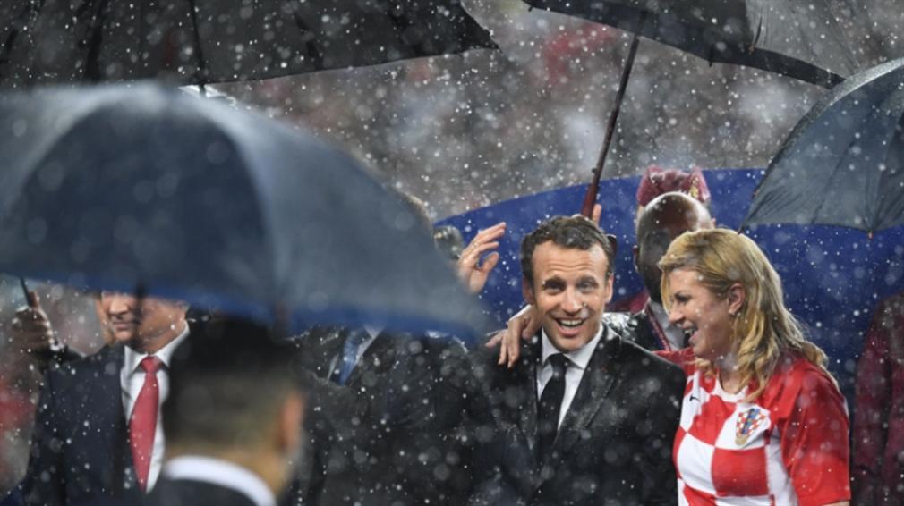 صورة ماكرون يصطحب رئيسة كرواتيا