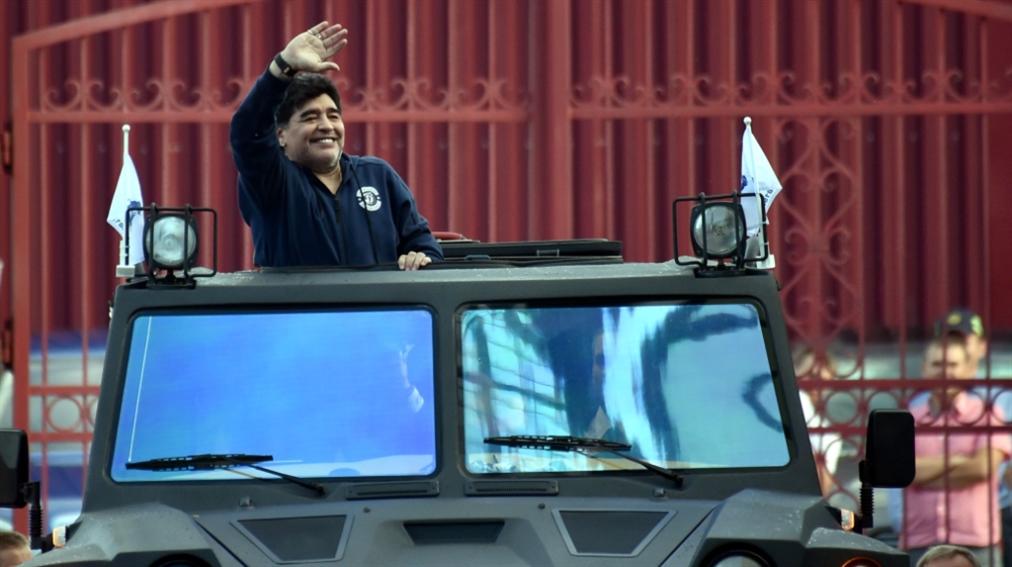 صورة مارادونا في مهمة جديدة