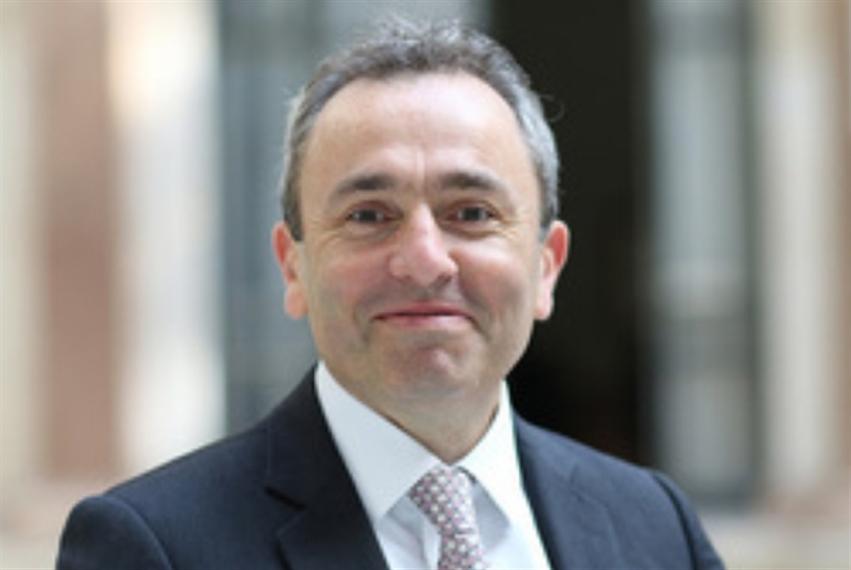 السفير البريطاني آتٍ إلى «أرض فيروز والفتوش»