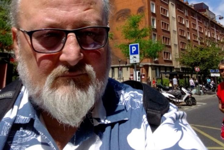 رحلة أوليس اللبناني من بيروت إلى باريس |  بسام منصور: الحرب الأهلية أضاعـت سجلّنا الشعري