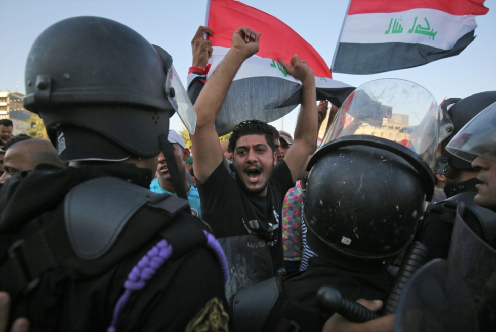 العبادي وحيداً في مواجهة الاحتجاجات: مسؤوليتنا منع التخريب