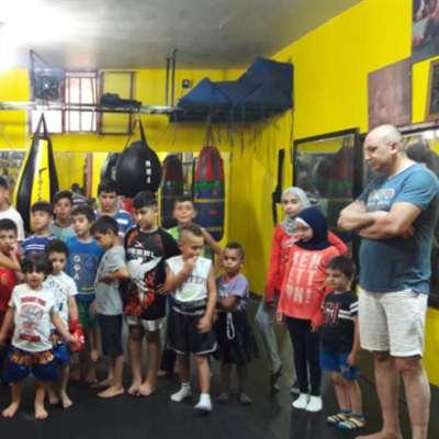 ألعاب قوى للصغار: أطفال صور يتعلّمون الفنون القتالية