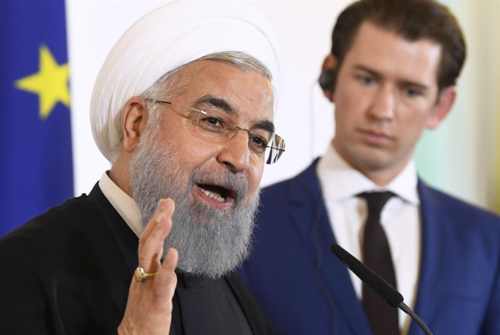 «الحرس» خلف روحاني: مستعدون لإغلاق مضيق هرمز