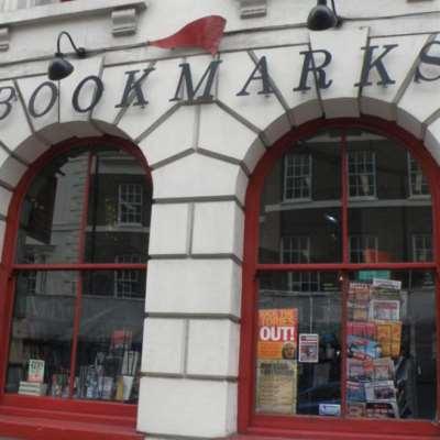هجوم فاشيين على متجر للكتب في لندن