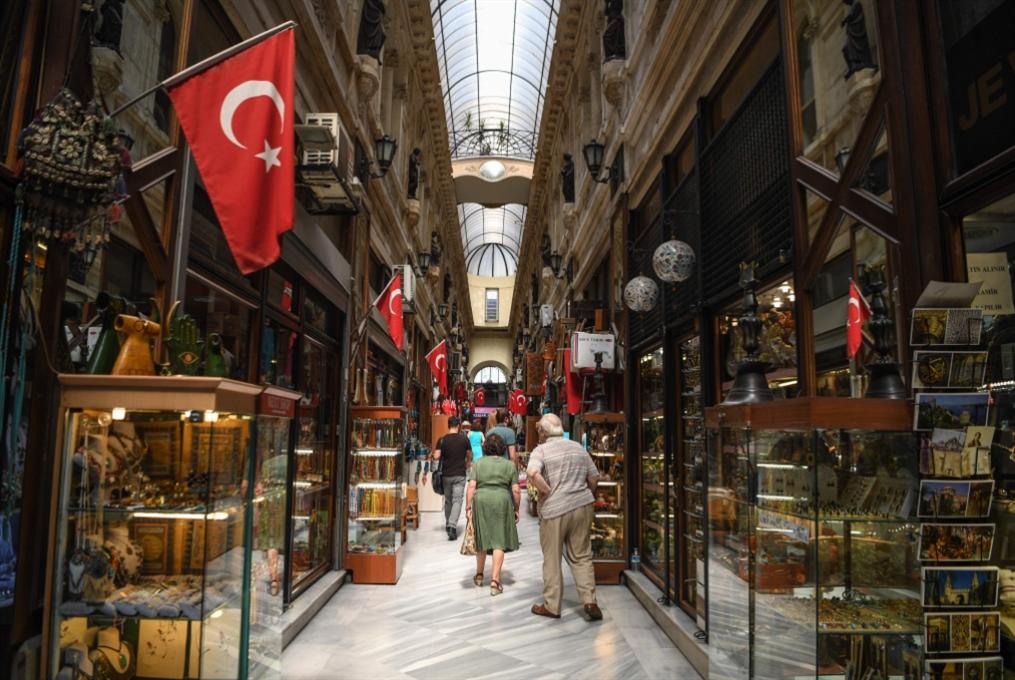 سجال أنقرة وواشنطن متواصل: إجراءات الحكومة لا تنقذ الليرة