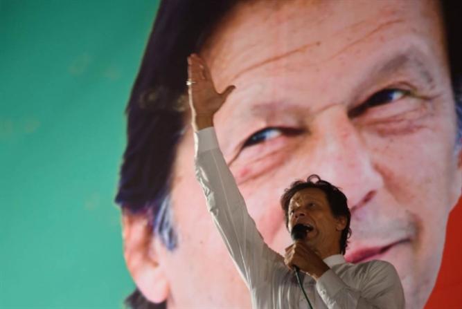 خان رئيساً للوزراء رسمياً: سأحاسب كل من نهب باكستان