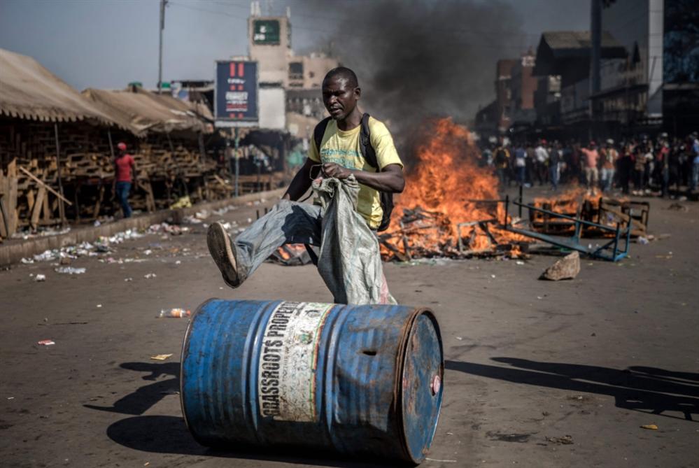 انتخابات زيمبابوي: الحزب الحاكم يفوز نيابياً... وينتظر «الرئاسة»