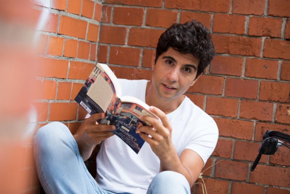 جعفر عبد الكريم يصدر كتابه الأوّل