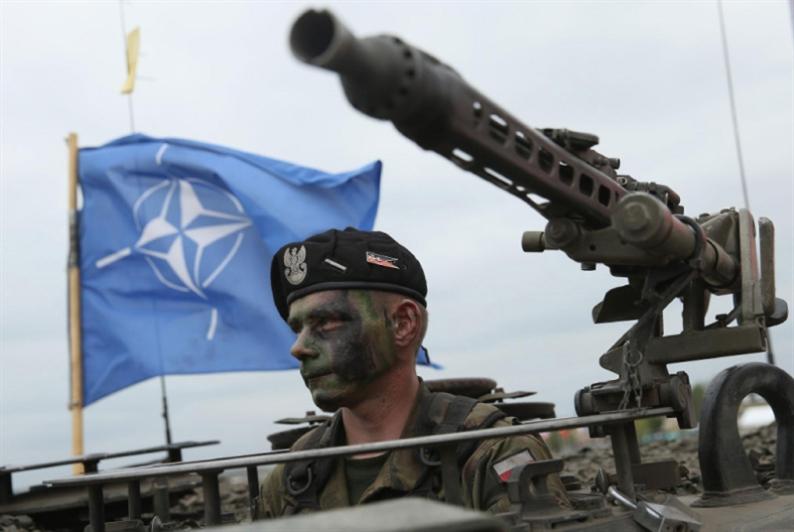 «الناتو» وروسيا: من يحاصر من؟