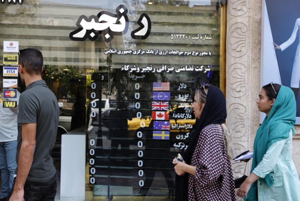 البرلمان يعزل وزير العمل: حكومة روحاني «محاصَرة» داخلياً؟