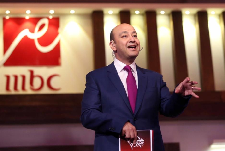 السياسة تغيب عن «حكايا» عمرو أديب