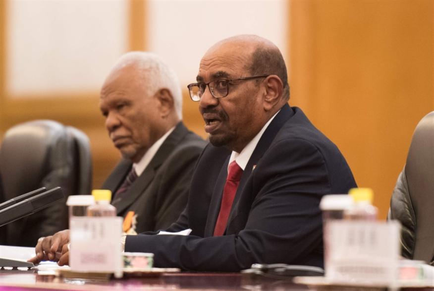 البشير يحلّ حكومة «الوفاق»