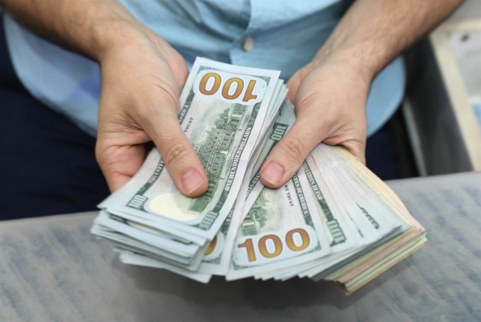 إيران تبحث مع الهند والصين وقف التعامل بالدولار