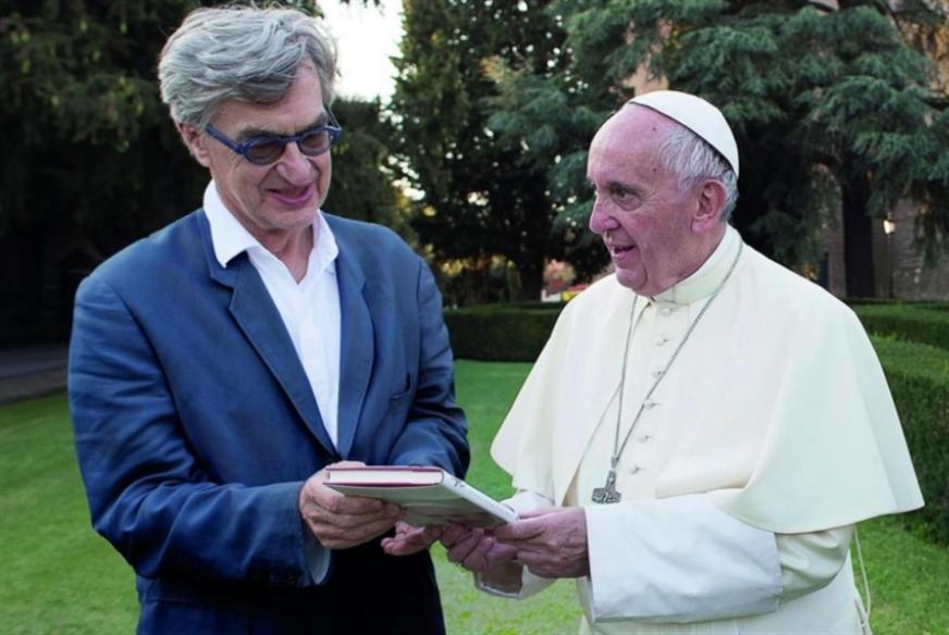 البابا بعدسة فيم فندرز