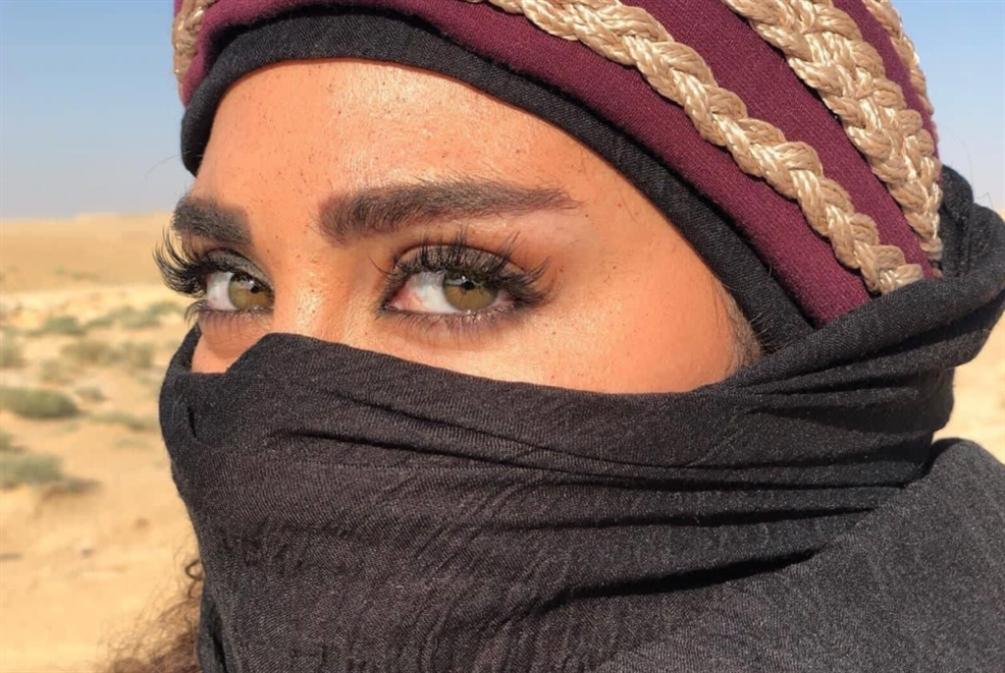 نور صعب... لبنانية تمشي «درب الشهامة» البدوي!