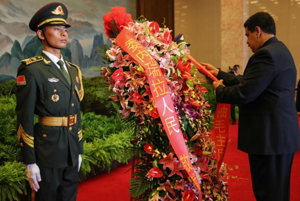 مادورو في الصين لمواجهة «الابتزاز» الأميركي