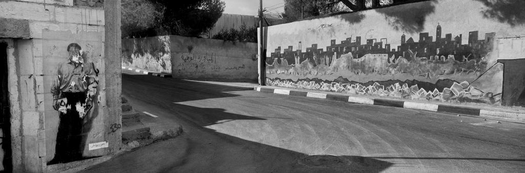 غرافيتي لمحمود درويش في مخيم عايدة، بيت لحم ــ 2009